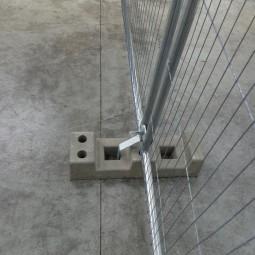 Plot de fixation pour la barrière de chantier grillagée anti-vandalisme Eco