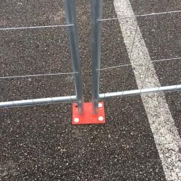 Installation de la platine double pour barrière de chantier ID Acier