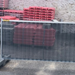 Barrière de chantier perforée anti affiche Ville de Paris